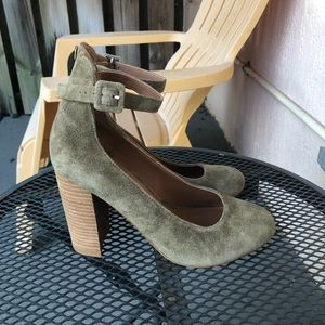 Steve Madden Faux Suede Round Toe Pumps